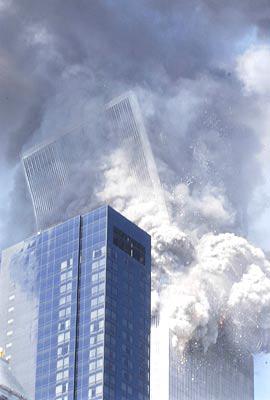 纽约世贸大厦的北楼开始倒塌