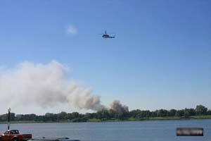 五角大楼在冒烟,直升飞机在盘旋